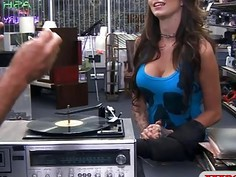 Woman with big tits gets her pussy banged by pawn guy
