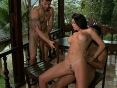 Slutty latina Fabiane Thompson handles double penetration