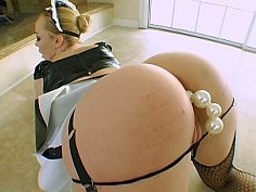 Hot ass toying maid