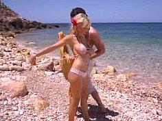 Beach babe bangin'