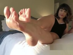 Worship Princess Mackayla's oiled feet