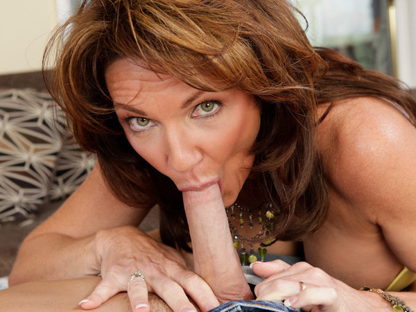 Bunny Fuck Scene Of Marvelous Cougar And Younger Waiter