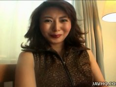 Hot tempered Japanese mama Maria Yuuki sucks feet of her lover